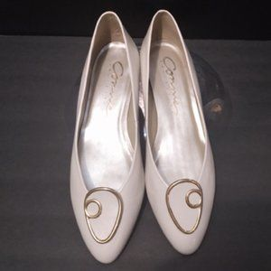 Connie Collection Cream Colored Low Heel Shoes, Size 8.5B, EUC